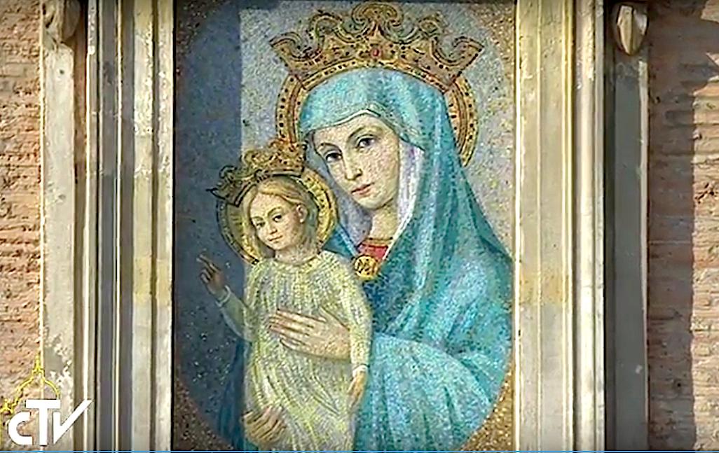 Mosaïque de la Vierge Marie place Saint-Pierre, capture CTV
