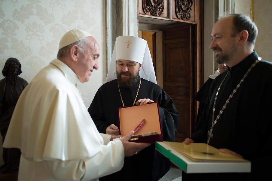 Le métropolite Hilarion reçu par le pape François © L'Osservatore Romano