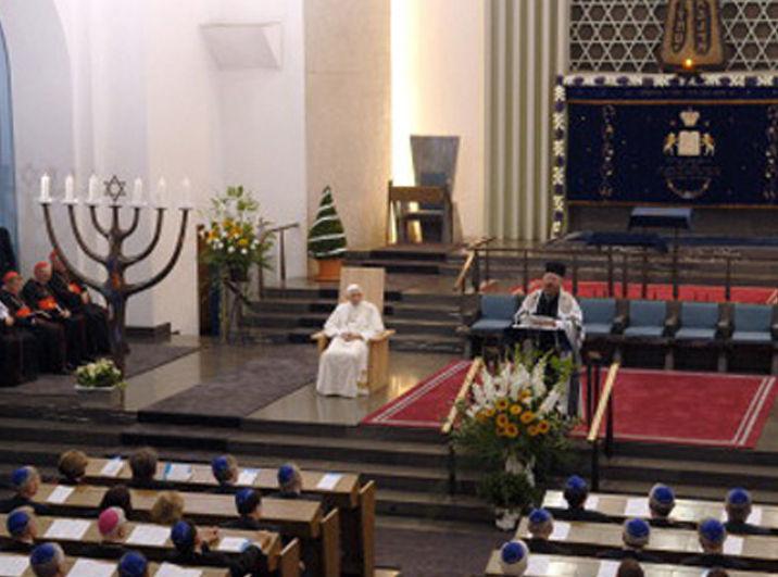 Benoît XVI à la synagogue de Cologne (2005), courtoisie de mostholyfamilymonastery.com