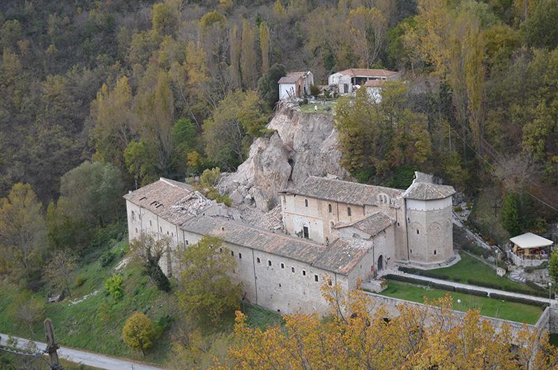 Les dégâts dans l'abbaye de S. Eutizio, spoletonorcia.it