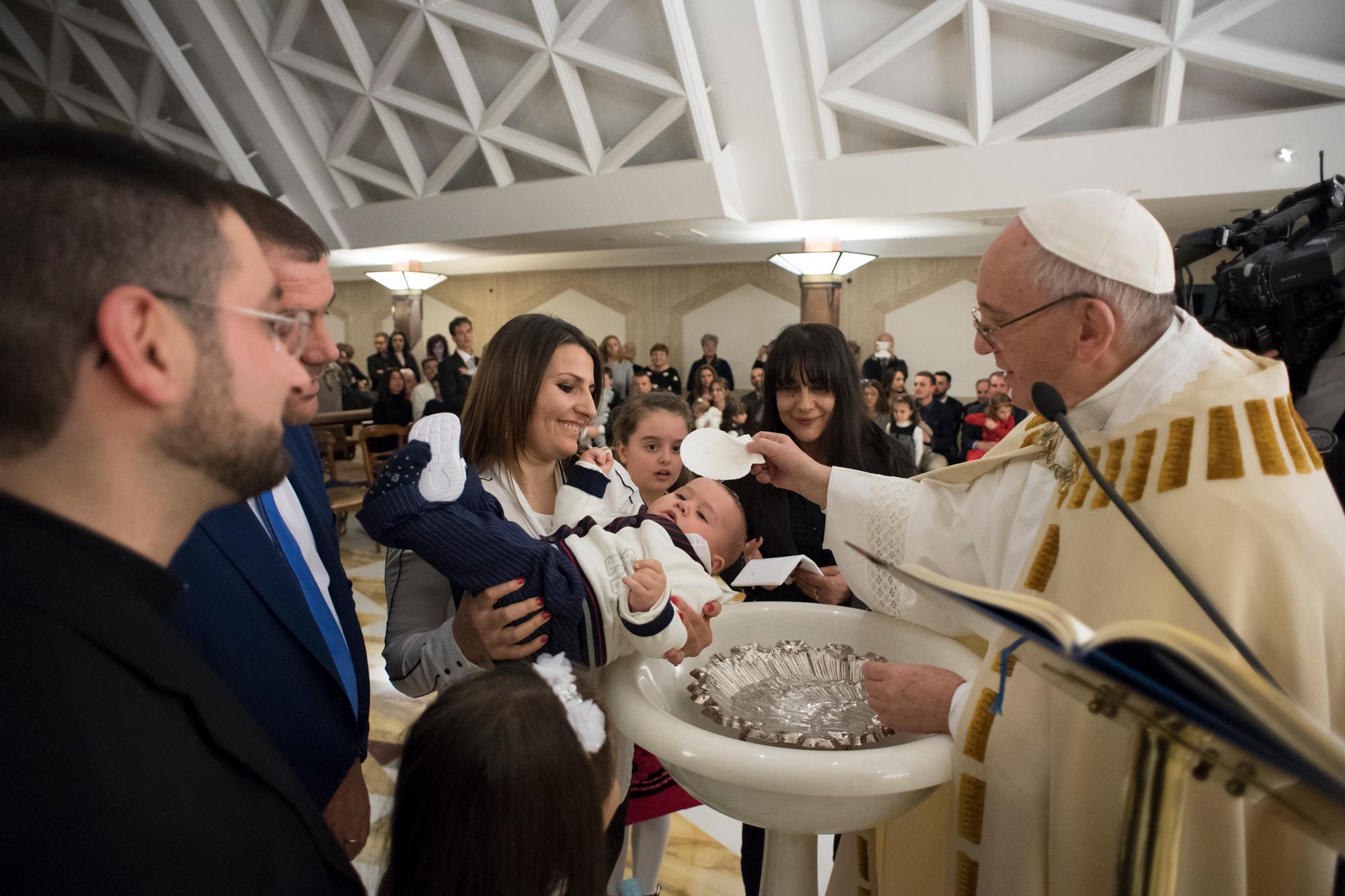 Baptême des enfants des zones du séisme, Italie © L'Osservatore Romano