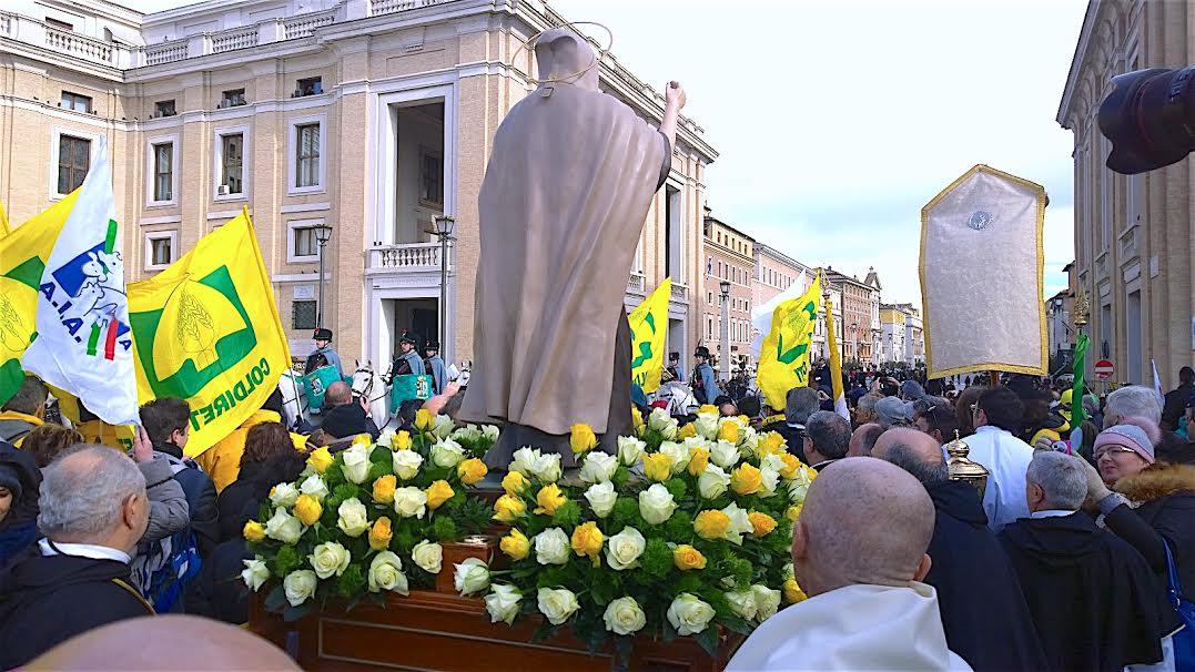 Procession avec la statue de saint Antoine, abbé © Zenit, Sergio Mora
