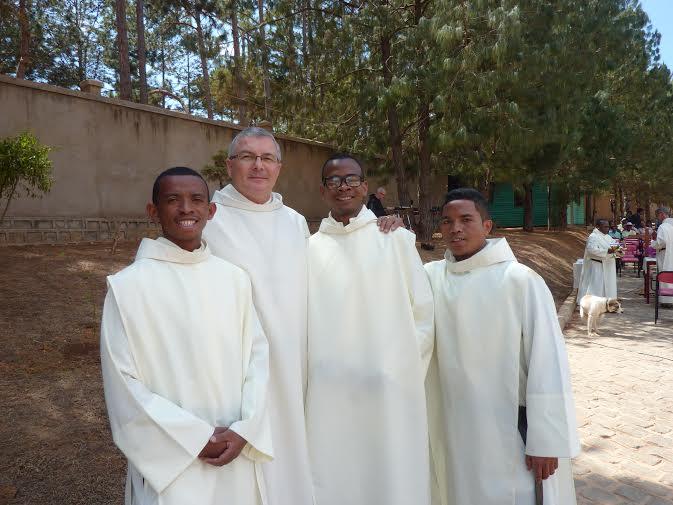 Fr Alain-Samuel Jeancler et des frères de Madagascar © OHSJD