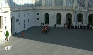 Cour Saint-Damase au Vatican, capture CTV