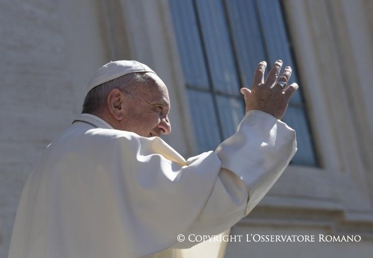Le pape salue la foule © L'Osservatore Romano