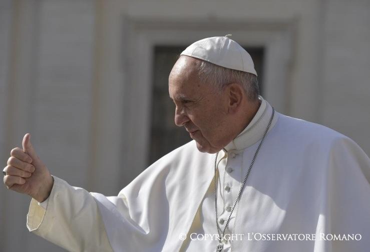 Le pape le pouce levé © L'Osservatore Romano
