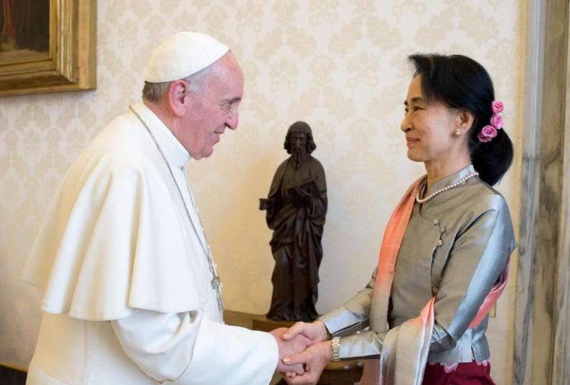 Aung San Suu Kyi © L'Osservatore Romano