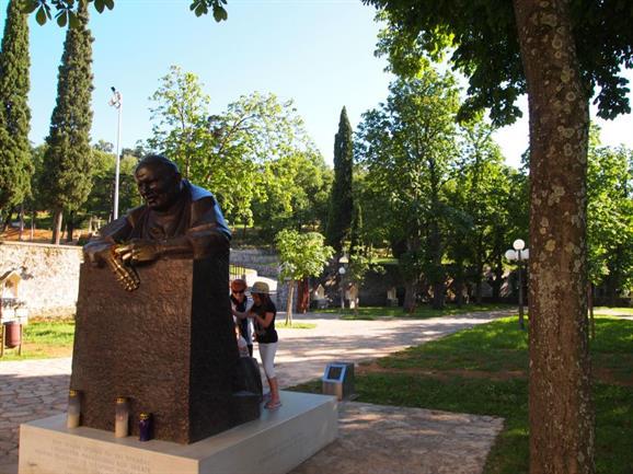 Sanctuaire marial de Tsrat (Croatie), souvenir de la visite de Jean-Paul II © visitrijeka.eu