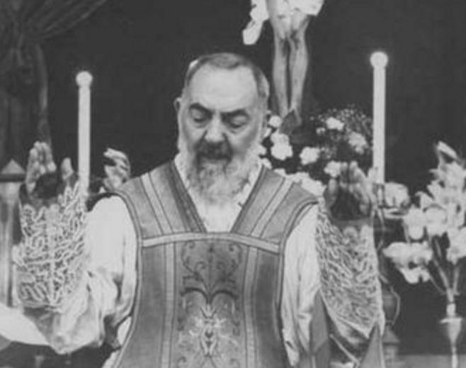 Saint Padre Pio © Wikimedia commons