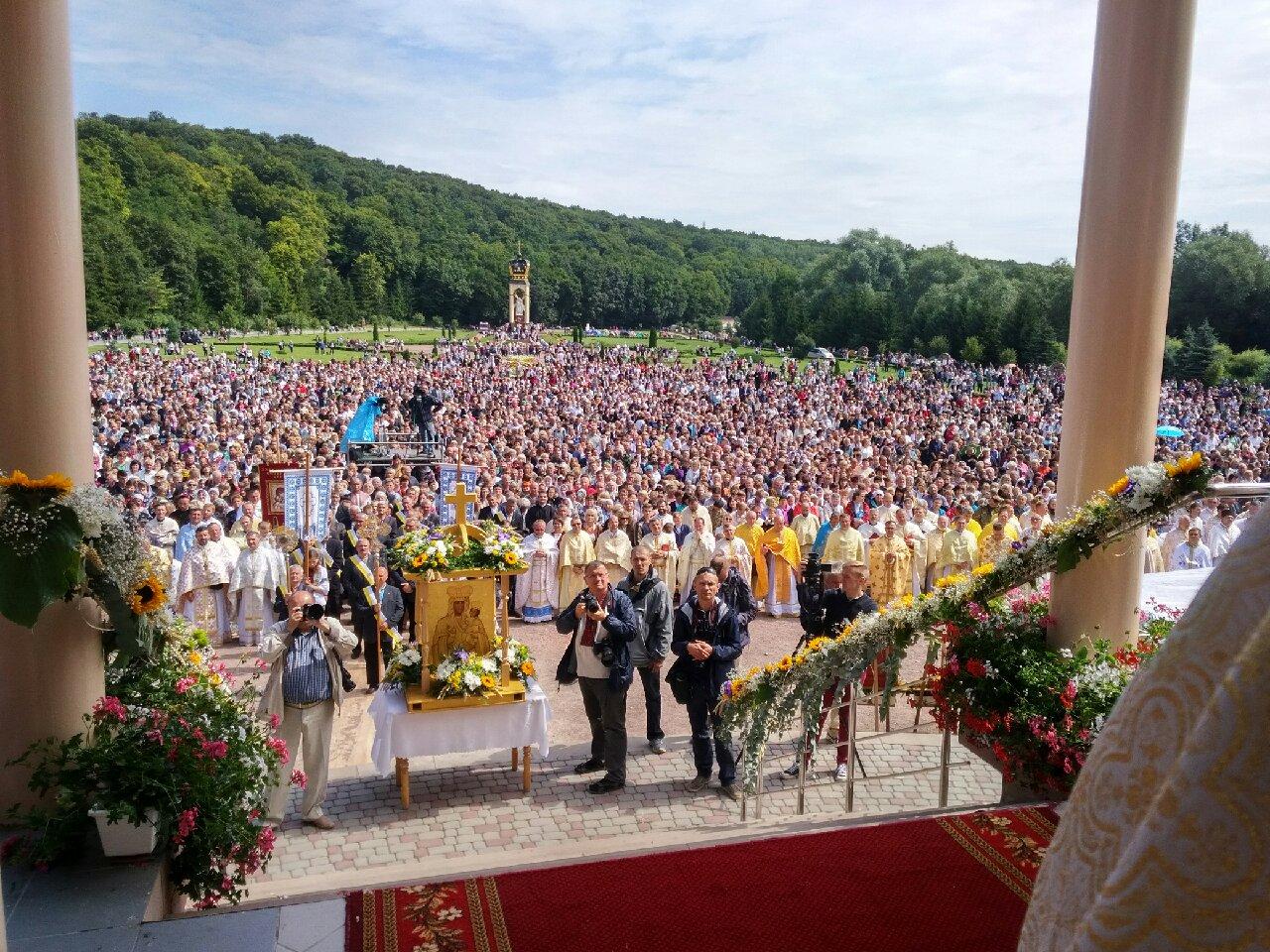 Le card. Sandri en Ukraine, sanctuaire de Zarvanytsia © Congrégation pour les Eglises orientales