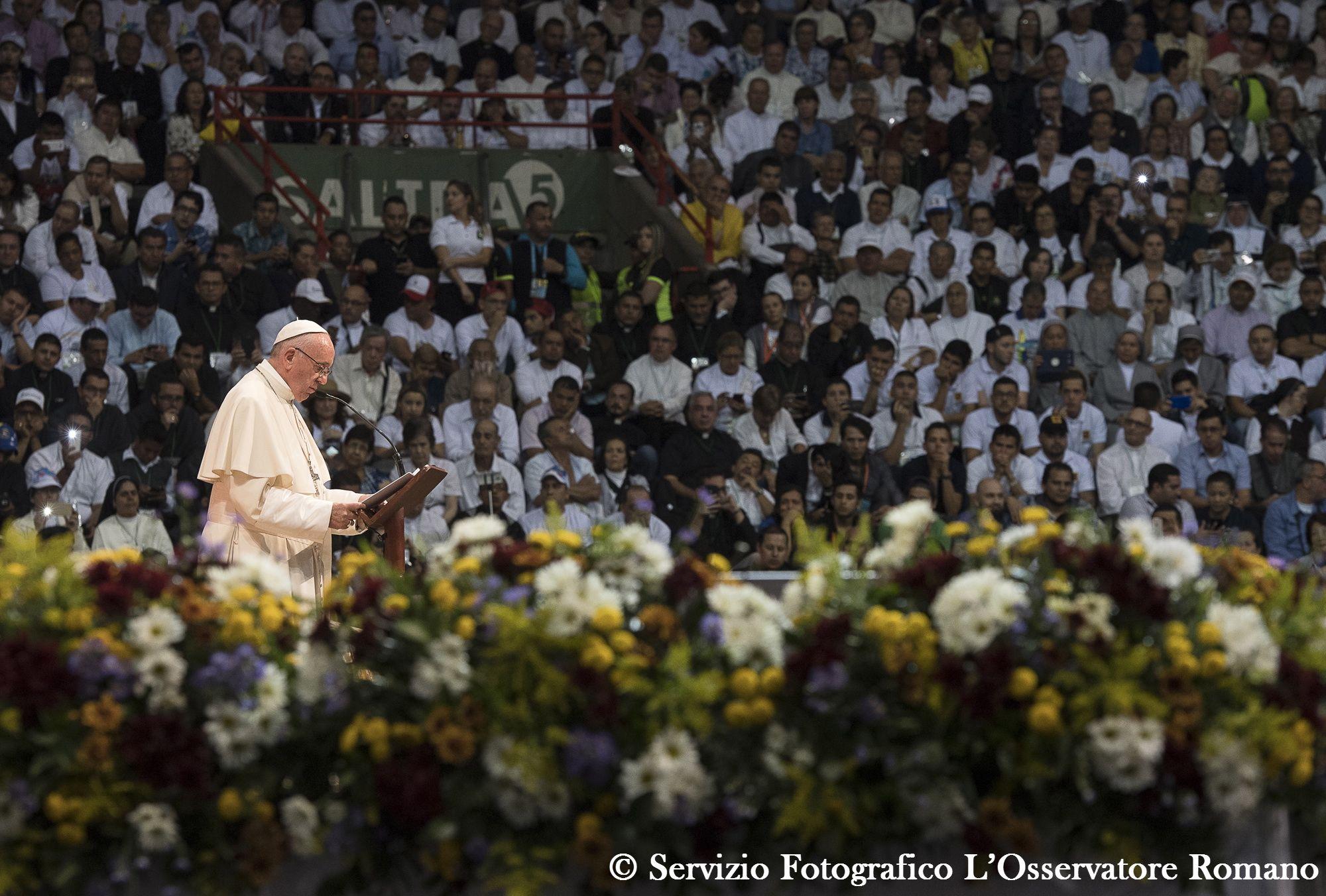 Colombie, Medellin, rencontre avec le clergé, les consacrés et leurs familles 9 sept. 2017 © L'Osservatore Romano