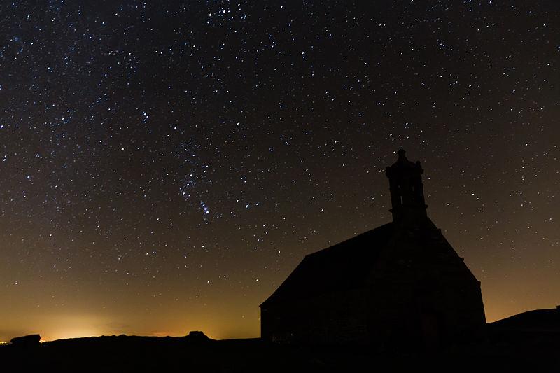 Ciel étoilé, mont Saint-Michel-de-Brasparts (Saint-Rivoal, France), @ wikimedia commons, Édouard Hue