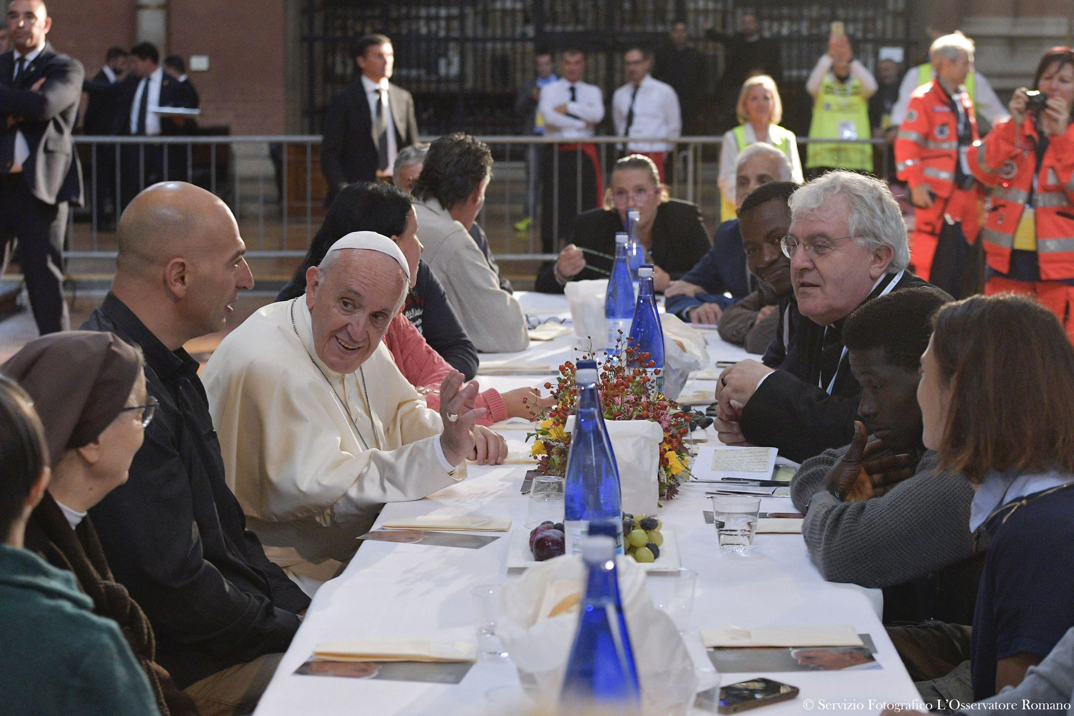 Déjeuner avec des pauvres, migrants, détenus, Bologne © L'Osservatore Romano
