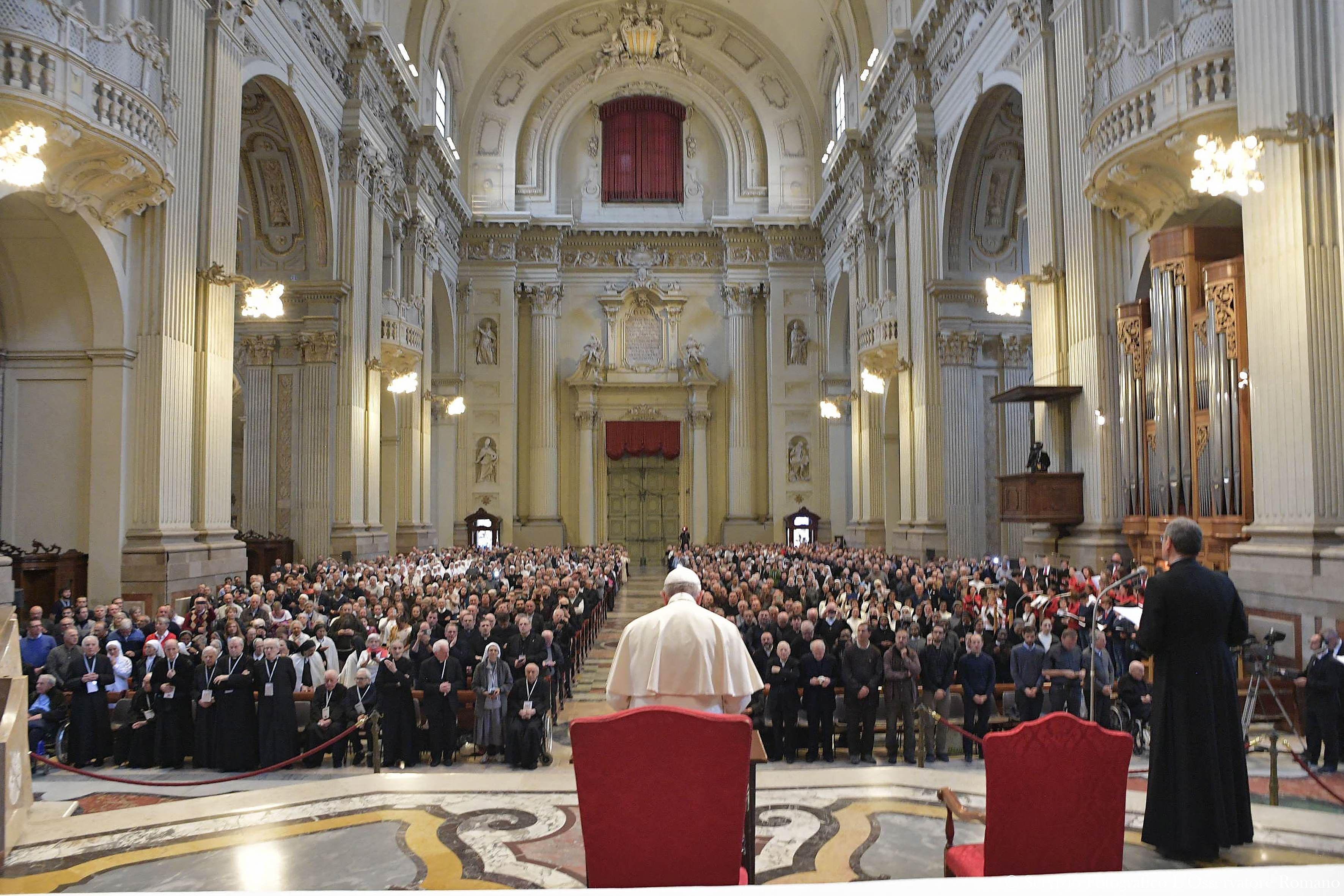 Consacrés, cathédrale San Pietro, Bologne © L'Osservatore Romano