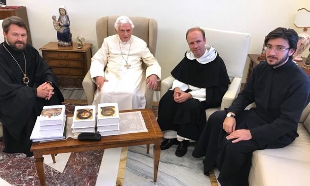 Le pape émérite, le métropolite, le hiéromoine Jean (Kopeïkine) et le P. Hyacinthe Destivelle op 25/09/2017 @ mospat.ru