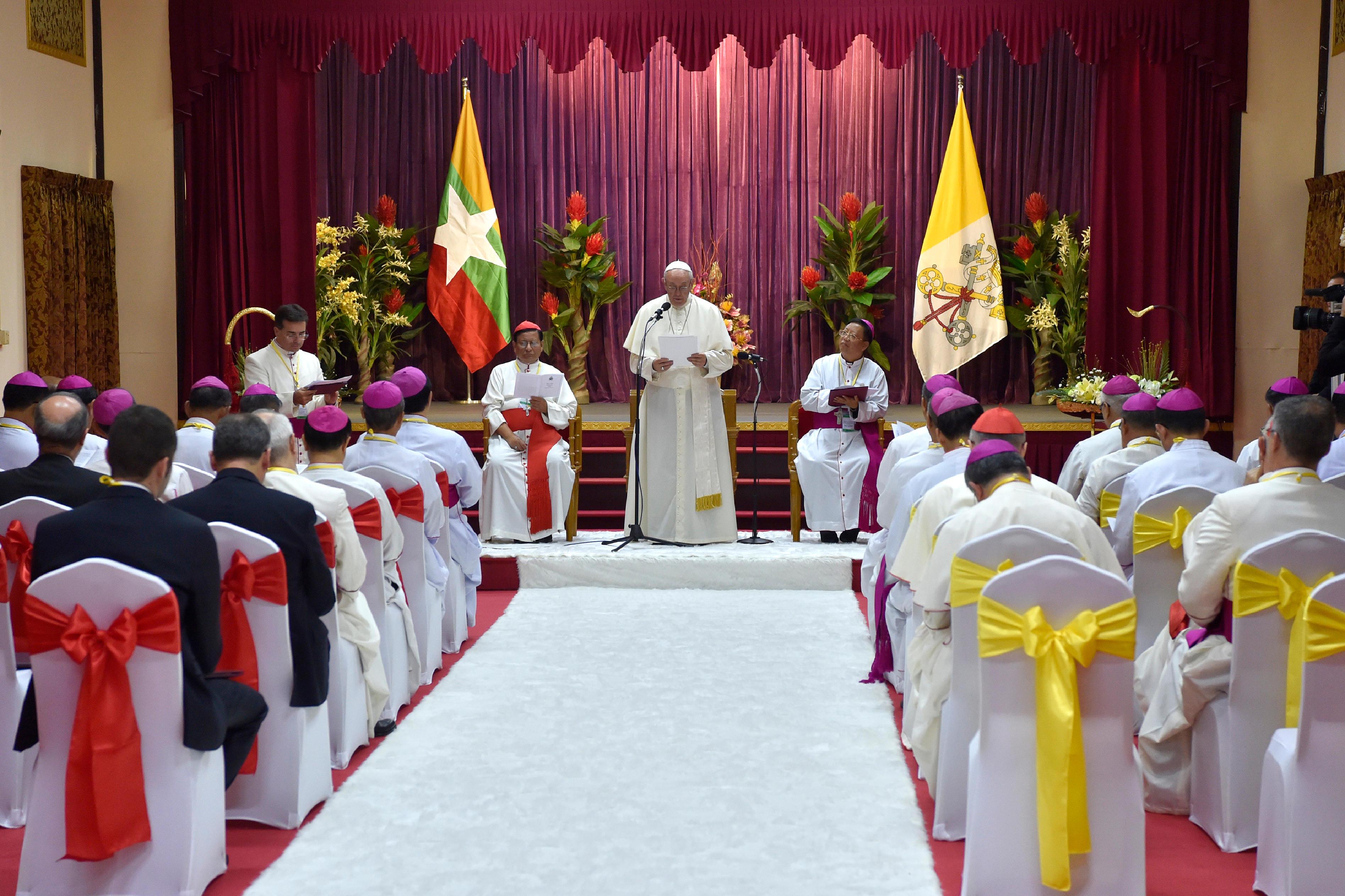 Rencontre avec les évêques du Myanmar © L'Osservatore Romano