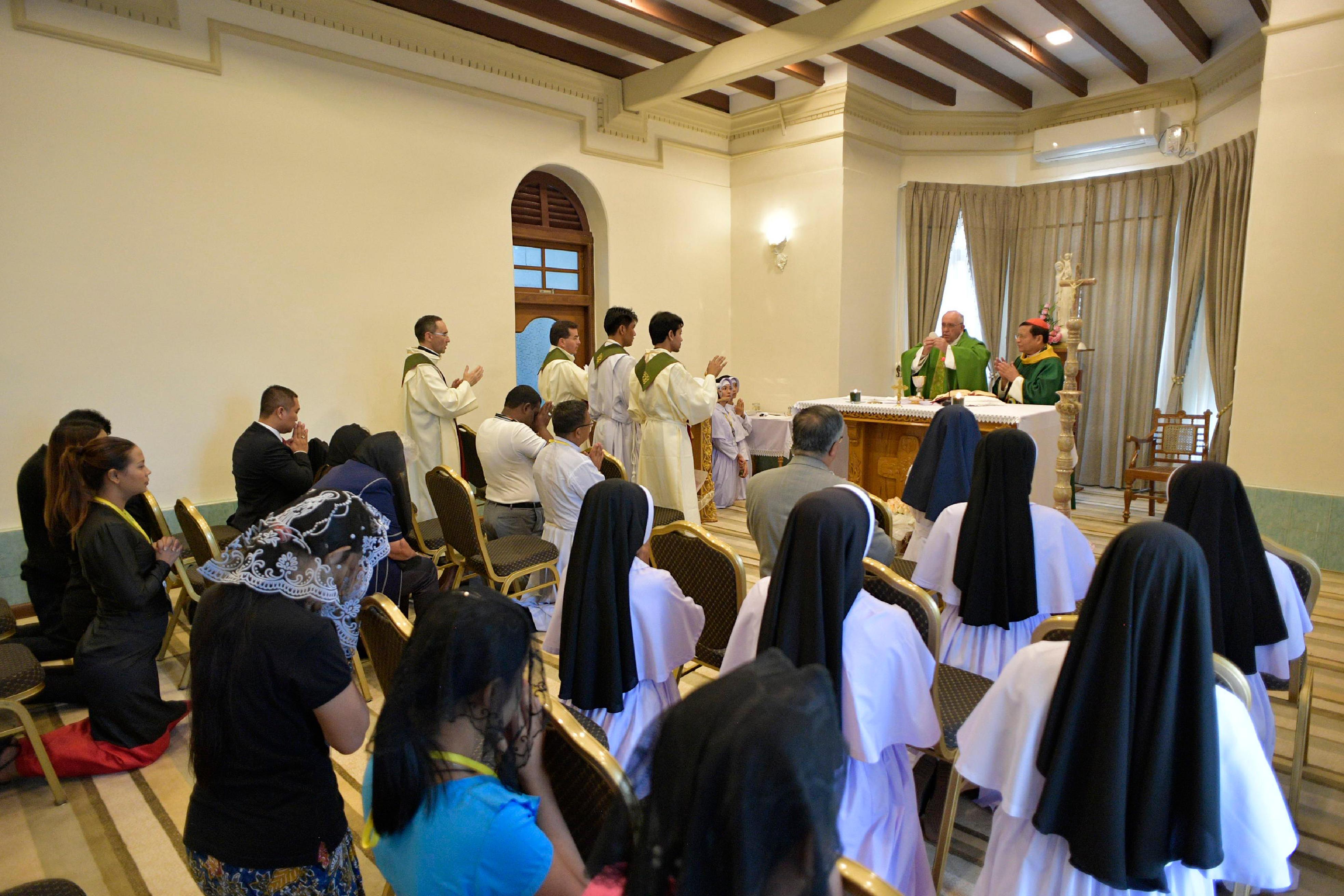 Messe à l'archevêché de Yangon, Myanmar-Birmanie © L'Osservatore Romano