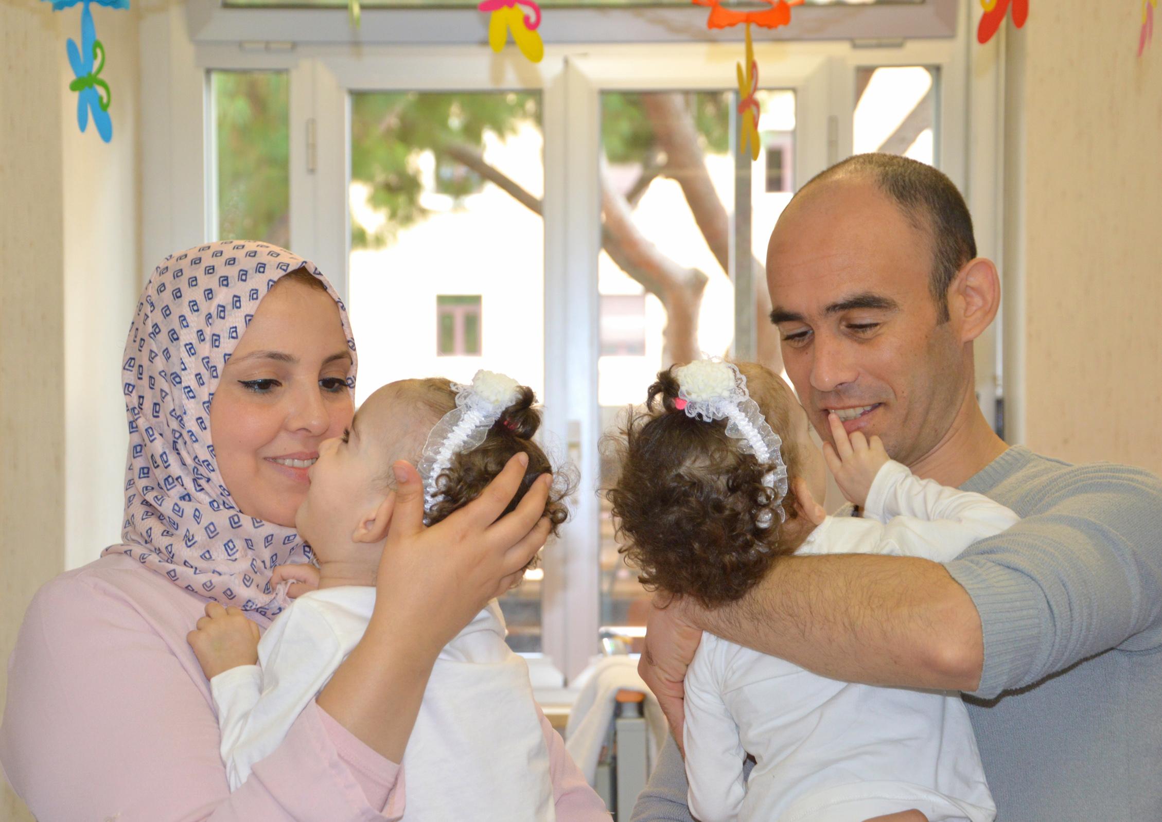 Rayenne et Djihene et leurs parents @ Bambino Gesù