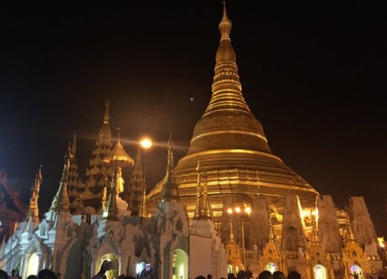 Pagode de Shwedagon © Twitter @antoniospadaro