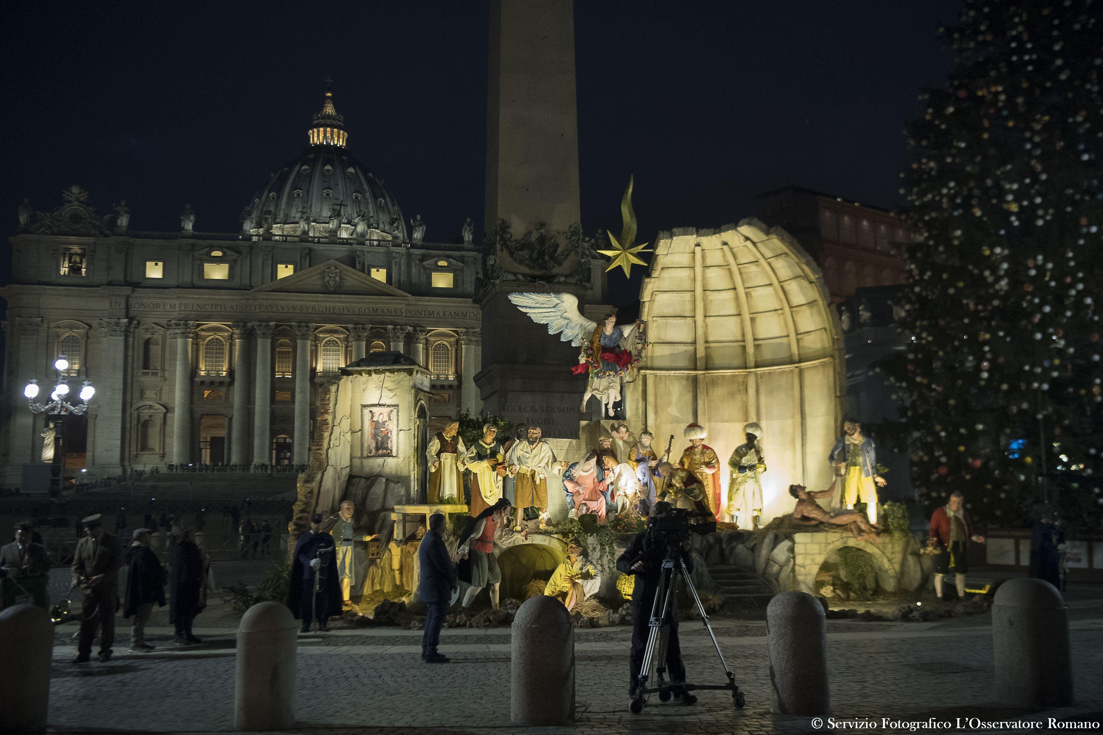 Illumination de la crèche et de l'arbre de Noël place Saint-Pierre © L'Osservatore Romano