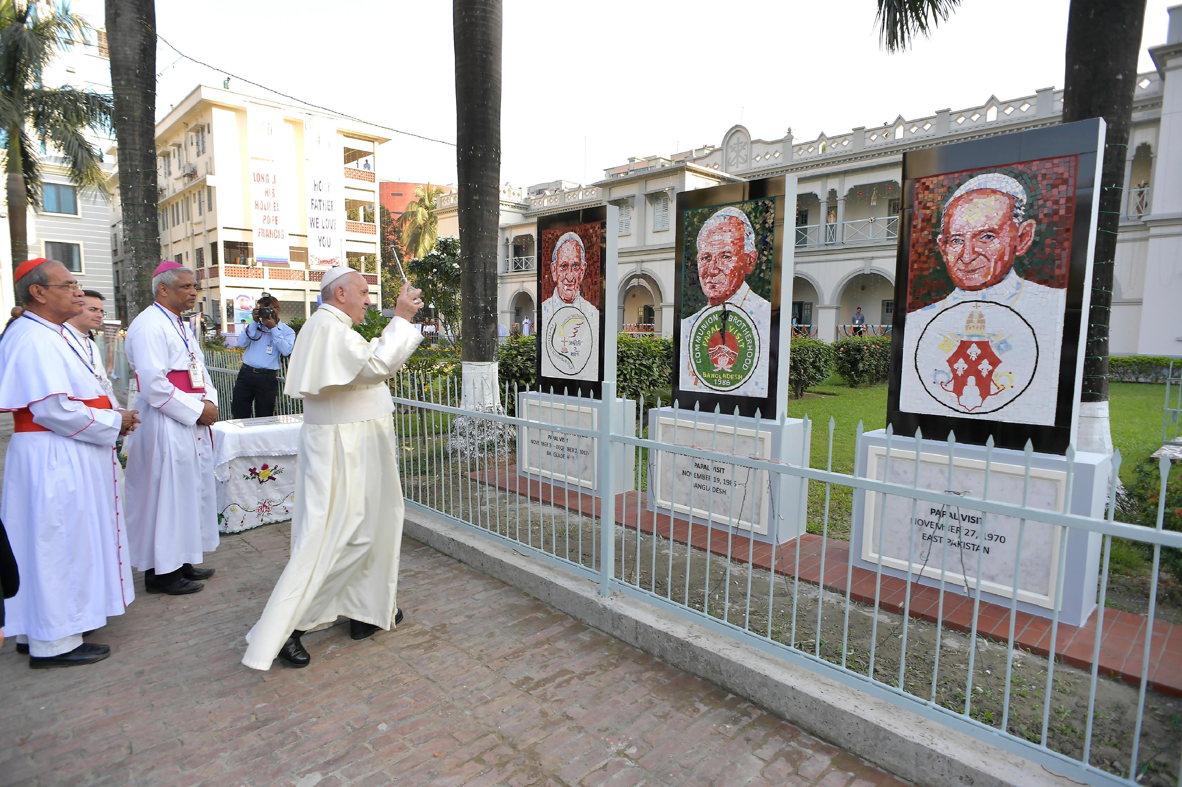 Visite à la cathédrale de Dacca, Bangladesh © L'Osservatore Romano