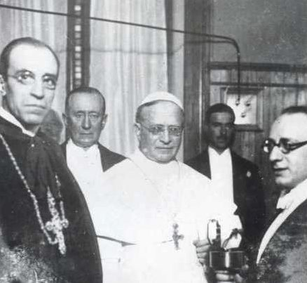 Inauguration de Radio Vatican par Pie XI et le card. Pacelli (futur Pie XII), le 12 fév. 1931, entre eux, Guglielmo Marconi @DP
