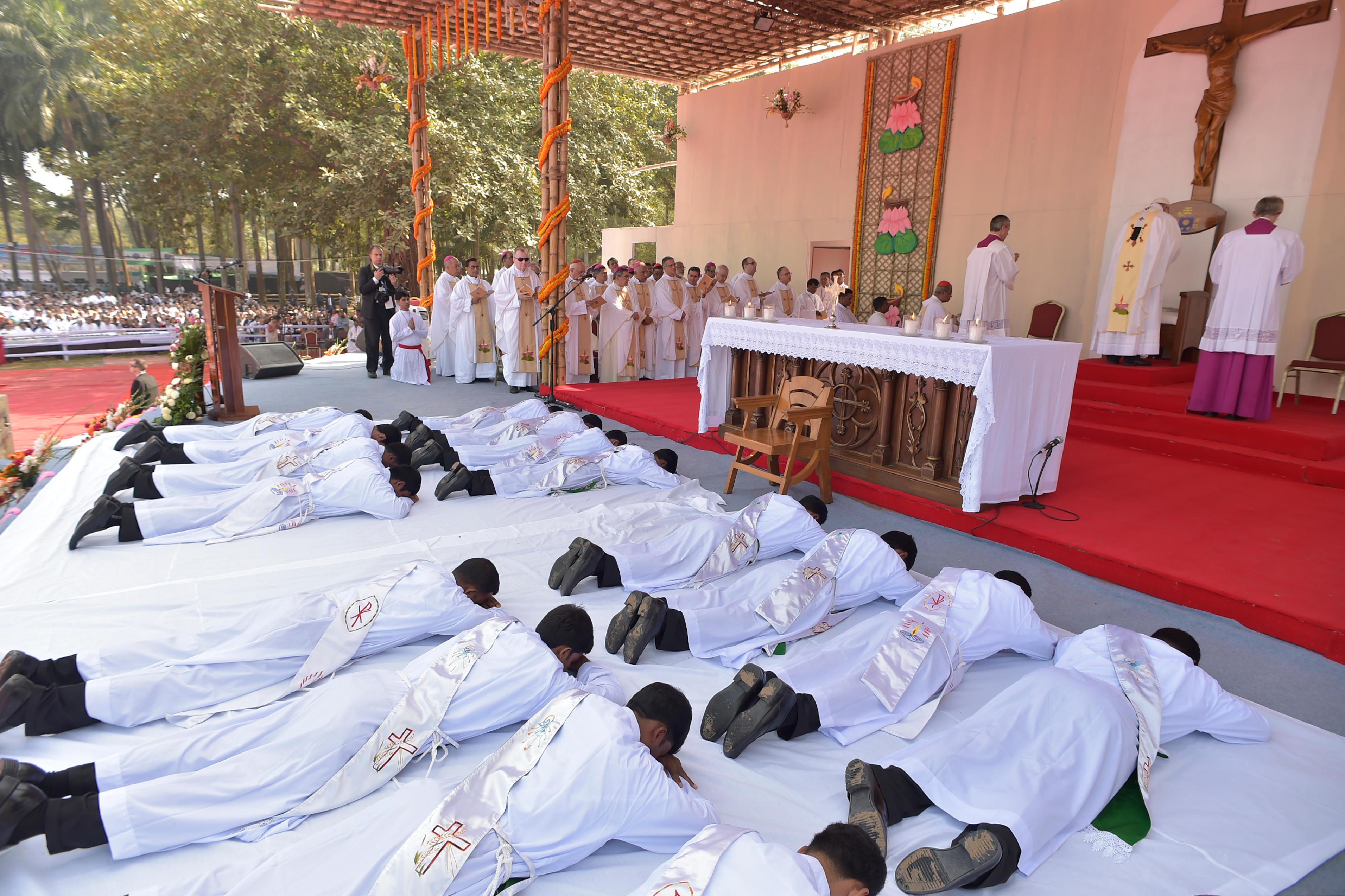 Ordinations sacerdotales, Dacca (Bangladesh) © L'Osservatore Romano