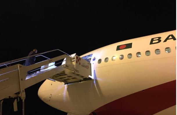 Avion de retour du Bangladesh © Twitter @antoniospadaro
