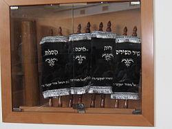 Rouleaux de la Bible hébraïque @ wikimedia commons