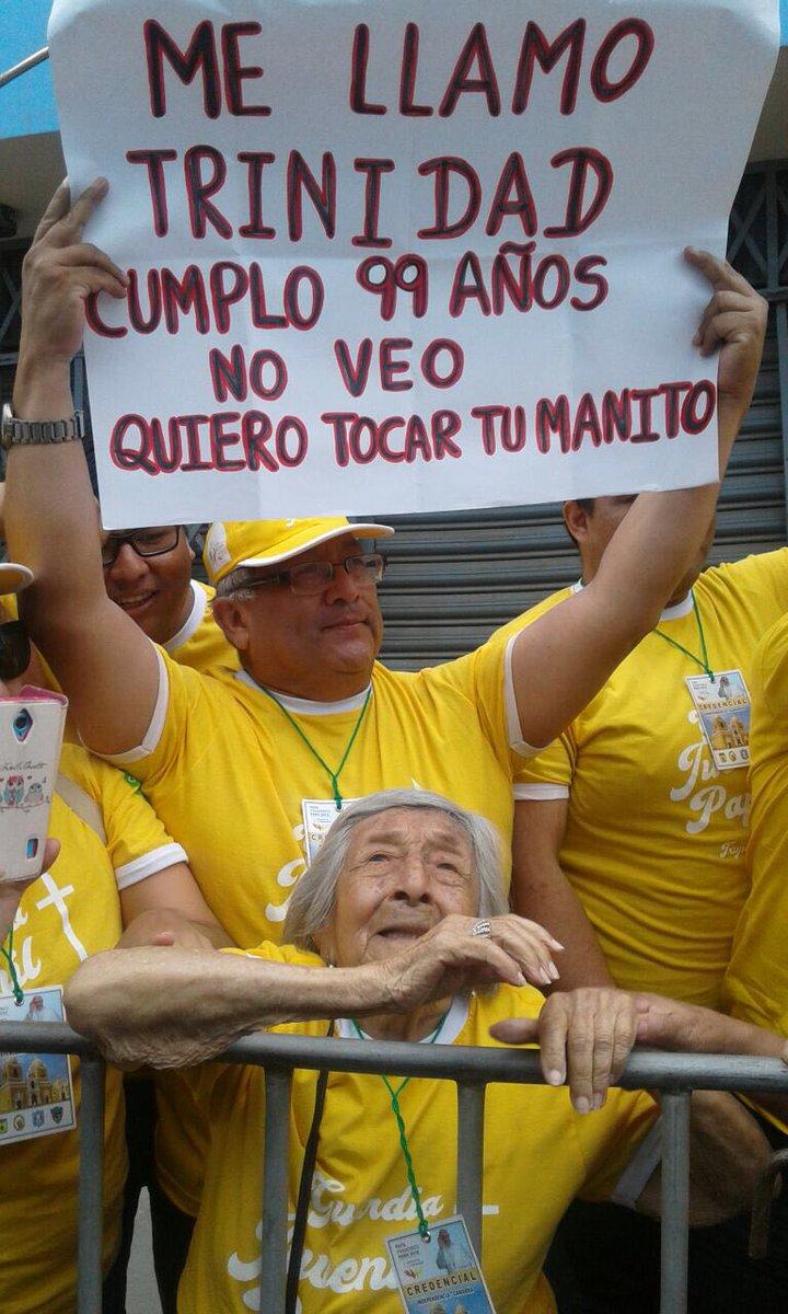 Le pape bénit une femme âgée de 99 ans aveugle @antoniospadaro