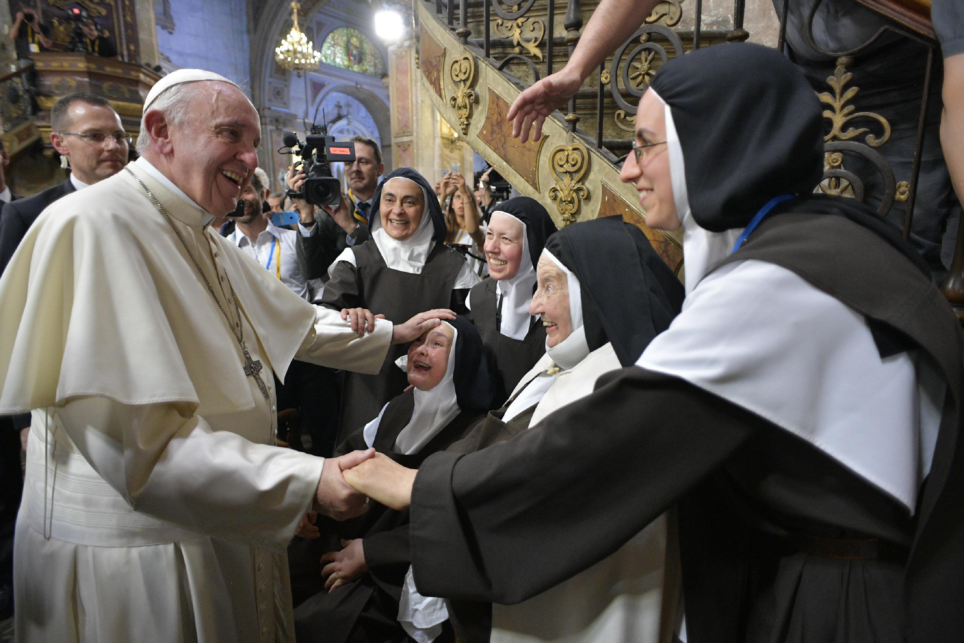 Rencontre avec les consacrés, cathédrale de Santiago, Chili © Vatican Media