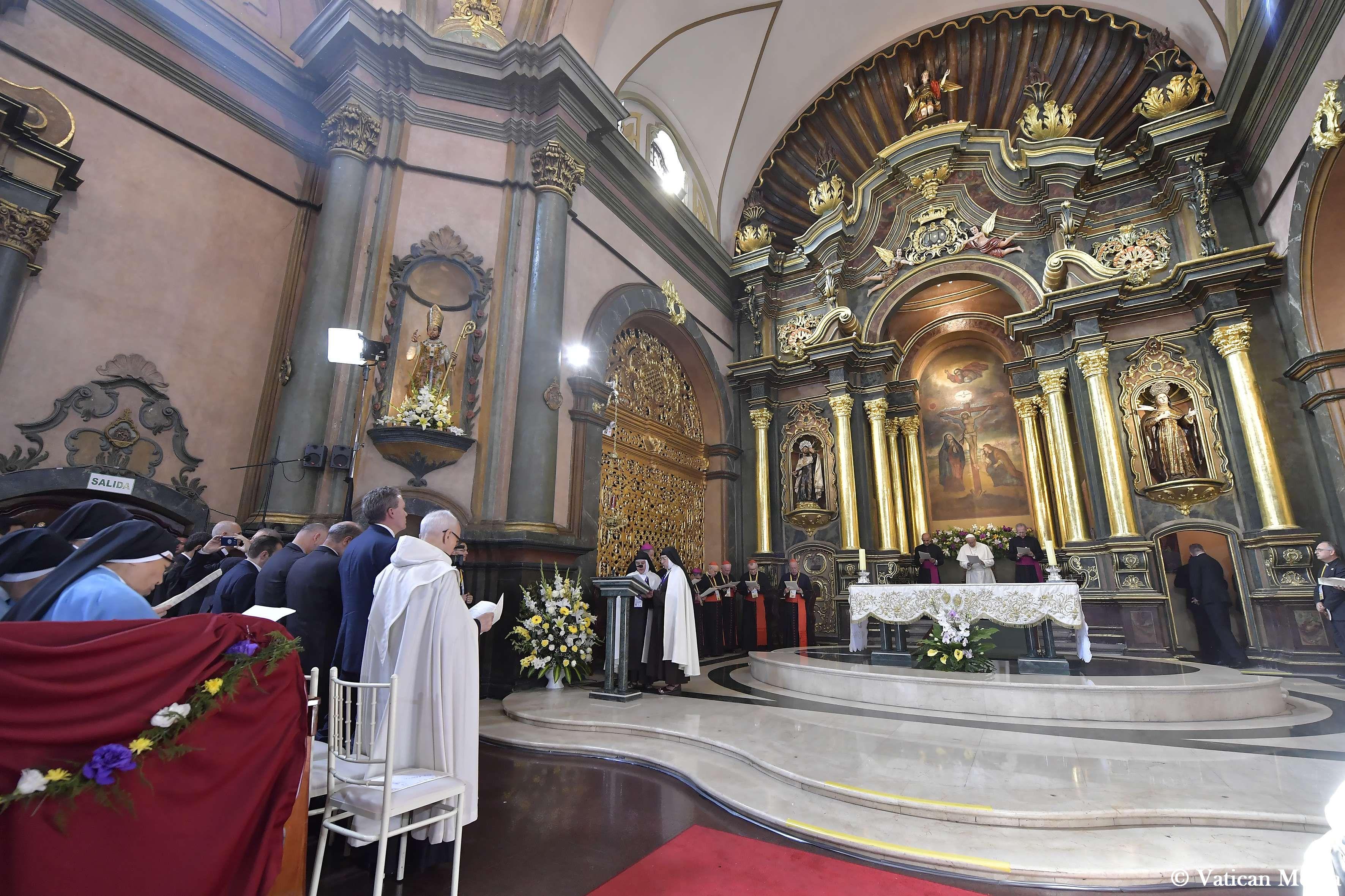 Prière avec les contemplatives au sanctuaire du Seigneur des Miracles, Pérou © Vatican Media