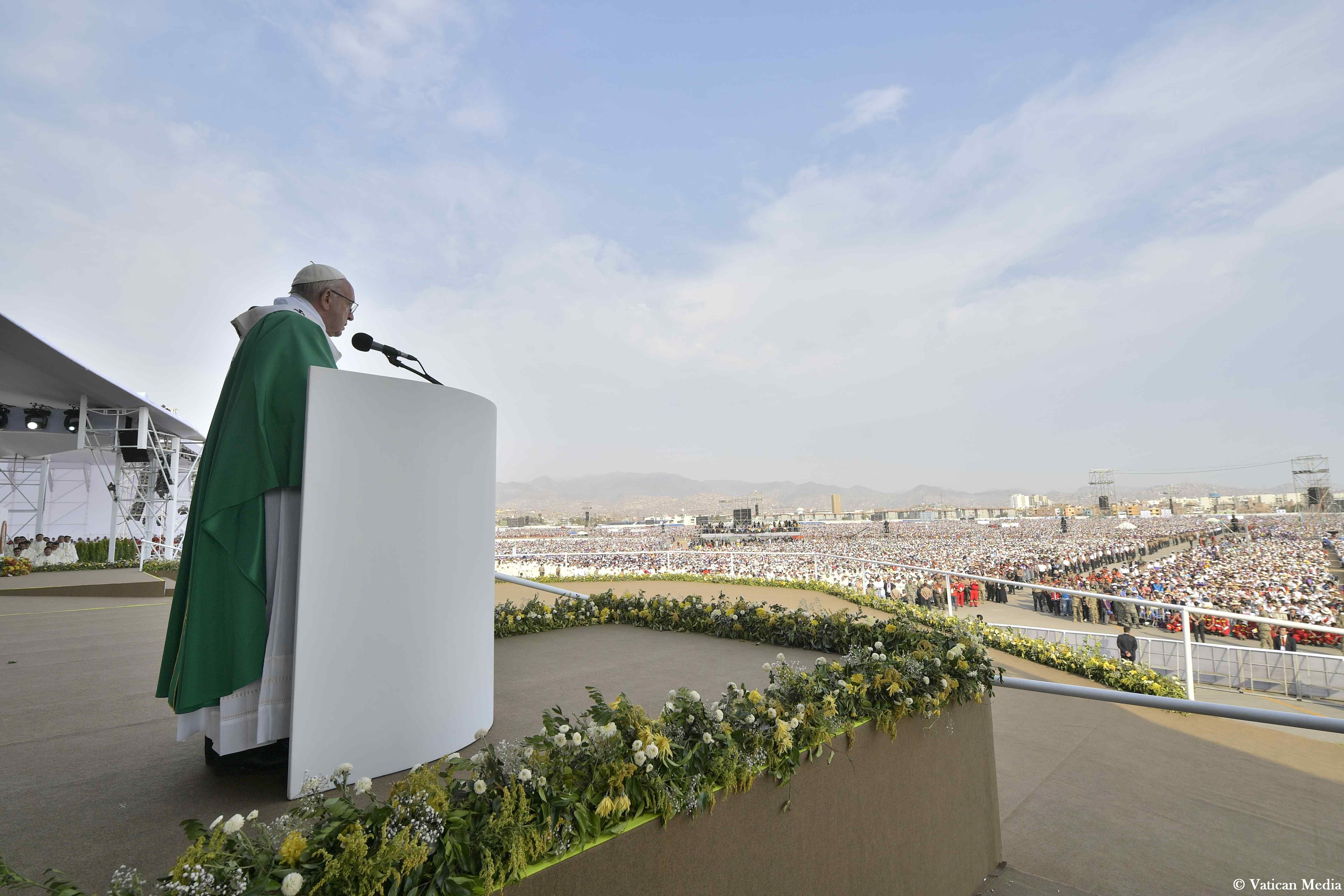 Messe à Las Palmas (Lima, Pérou) @ Vatican Media