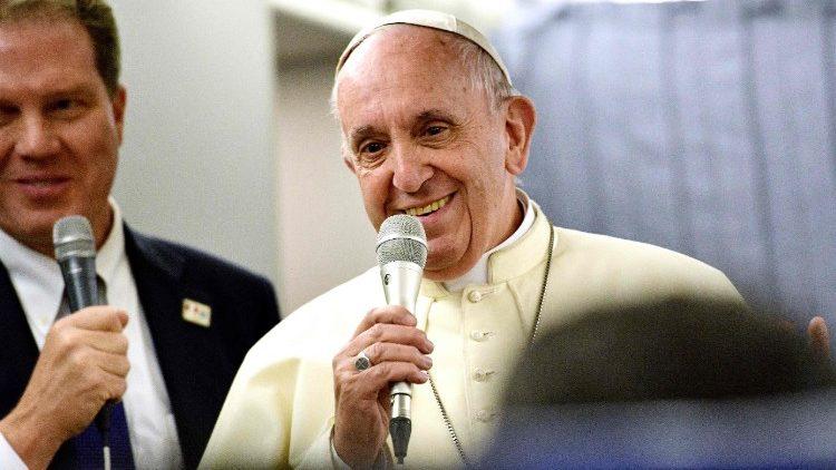 Conférence de presse dans l'avion Lima-Rome @ Vatican Media