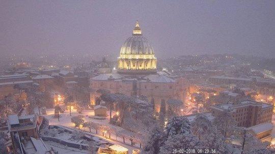 Neige sur la coupole de Saint-Pierre 26/02/2018 @ webcam du Vatican