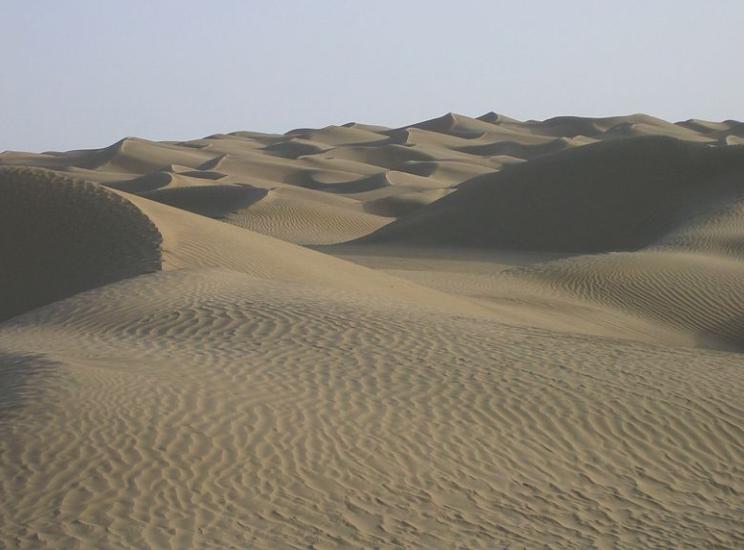 Désert du Taklamakan en Chine © Wikimedia commons /By 6-A04-W96-K38-S41-V38