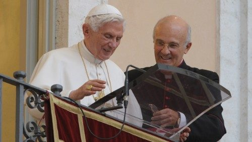 Mgr Xuereb aux côtés du pape Benoît XVI © Vatican Media
