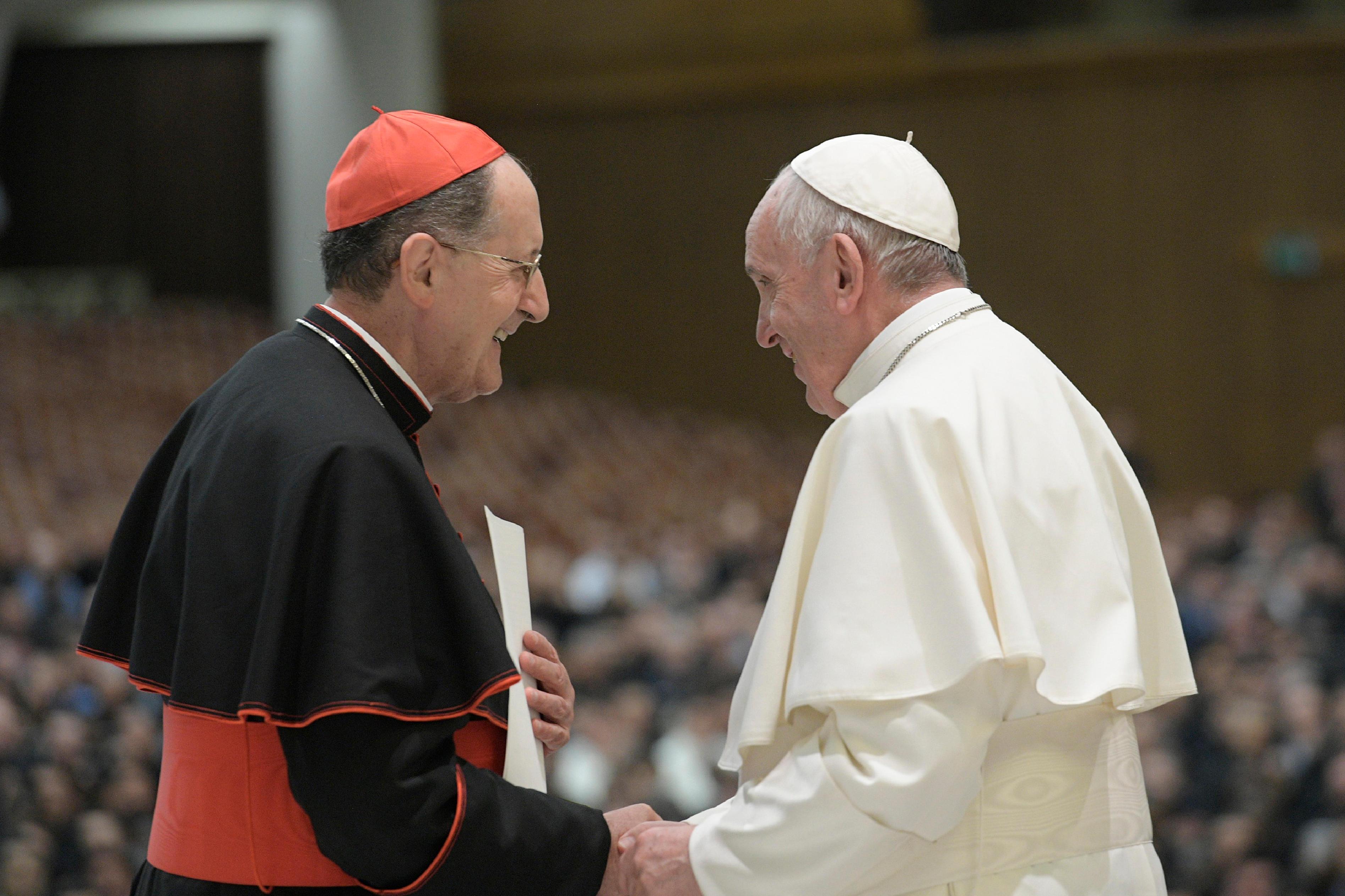 Le card. Stella salue le pape François © Vatican Media