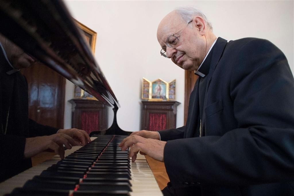 Le card. Lorenzo Baldisseri au piano @ IlSismografo