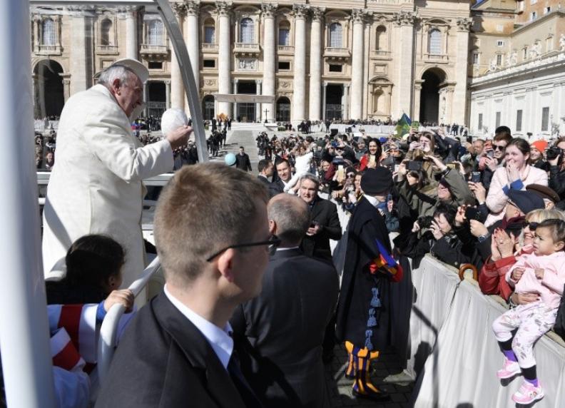 Echange de calotte © Vatican Media