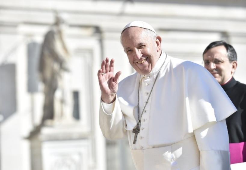 Le pape salue la foule © Vatican Media