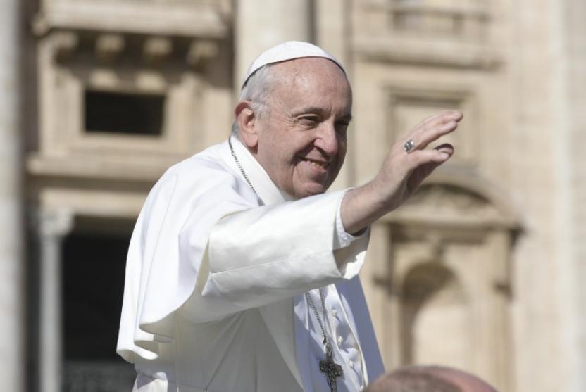 Le pape François salue la foule © Vatican Media