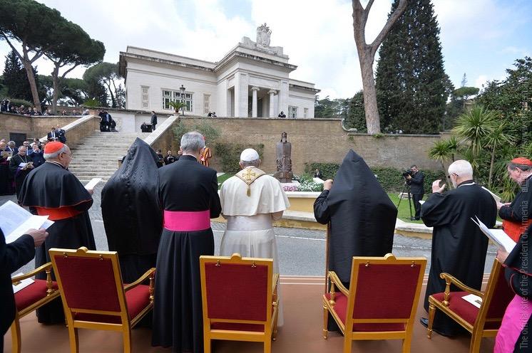 S. Grégoire de Narek dans les Jardins du Vatican @ President of Armenia