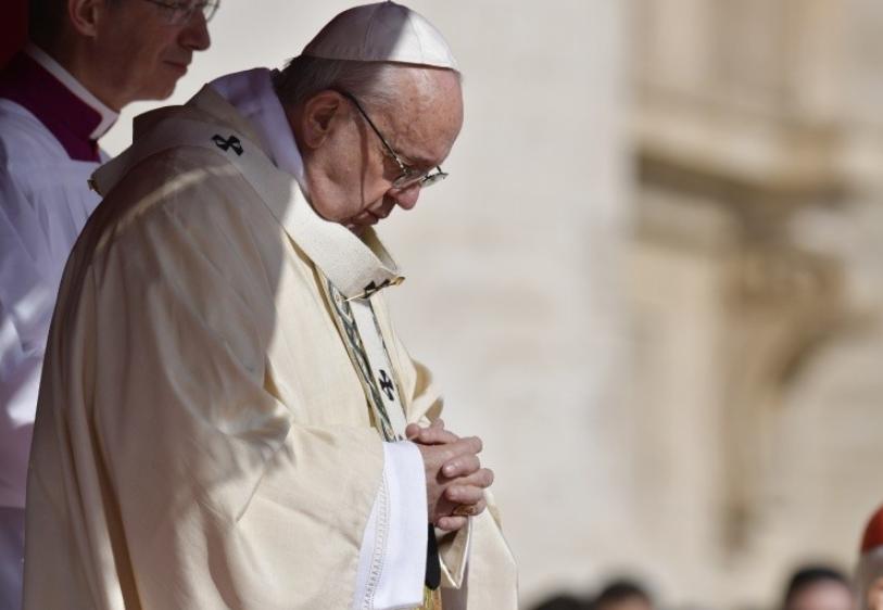 Le pape en prière © Vatican Media