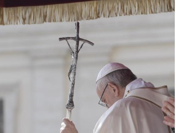 Le pape recueilli en prière © Vatican Media