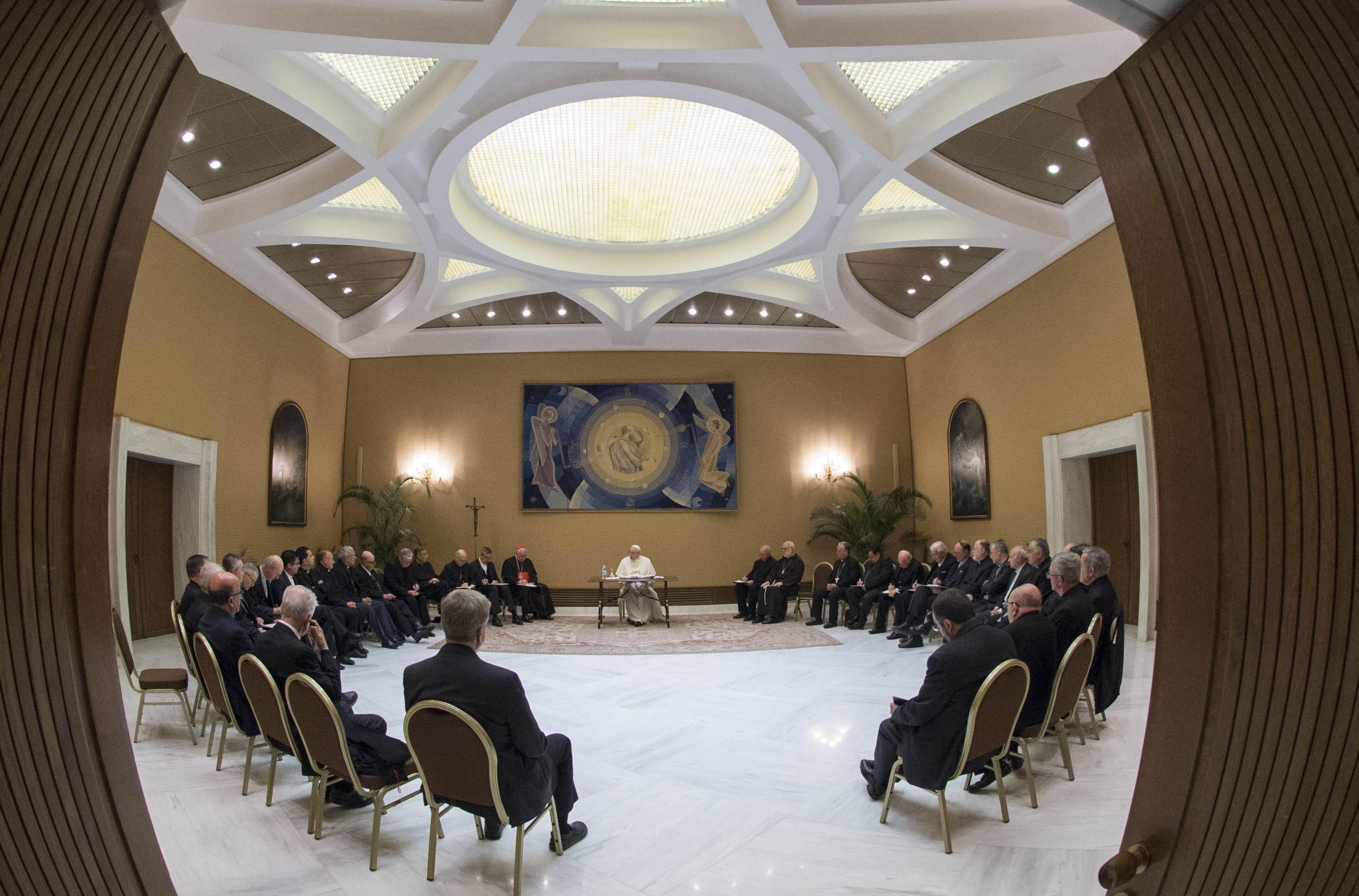 Evêques du Chili avec le pape © Vatican Media