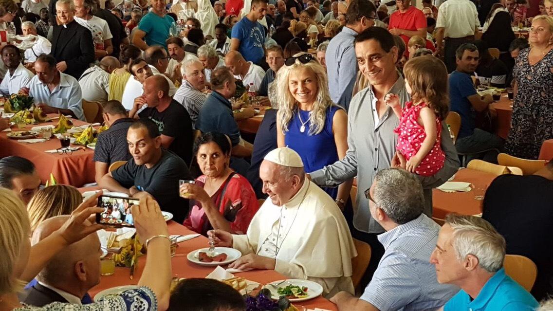 Repas de fête pour les pauvres 29/6/2018 © Adam Trojanek, Church in Poland