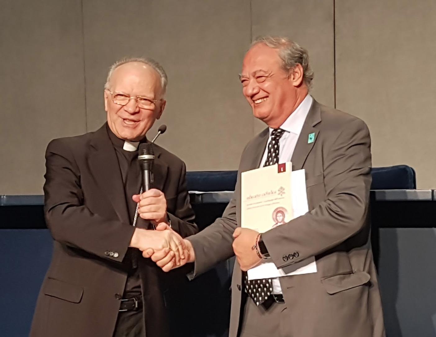 Mgr Zani et Jose Maria del Corral @ Scholas Occurrentes - latinosenitalia.it cc