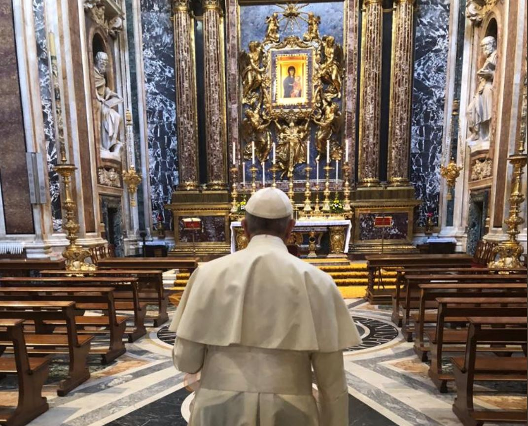 Pape à Ste Marie Majeure © Twitter Greg Burke