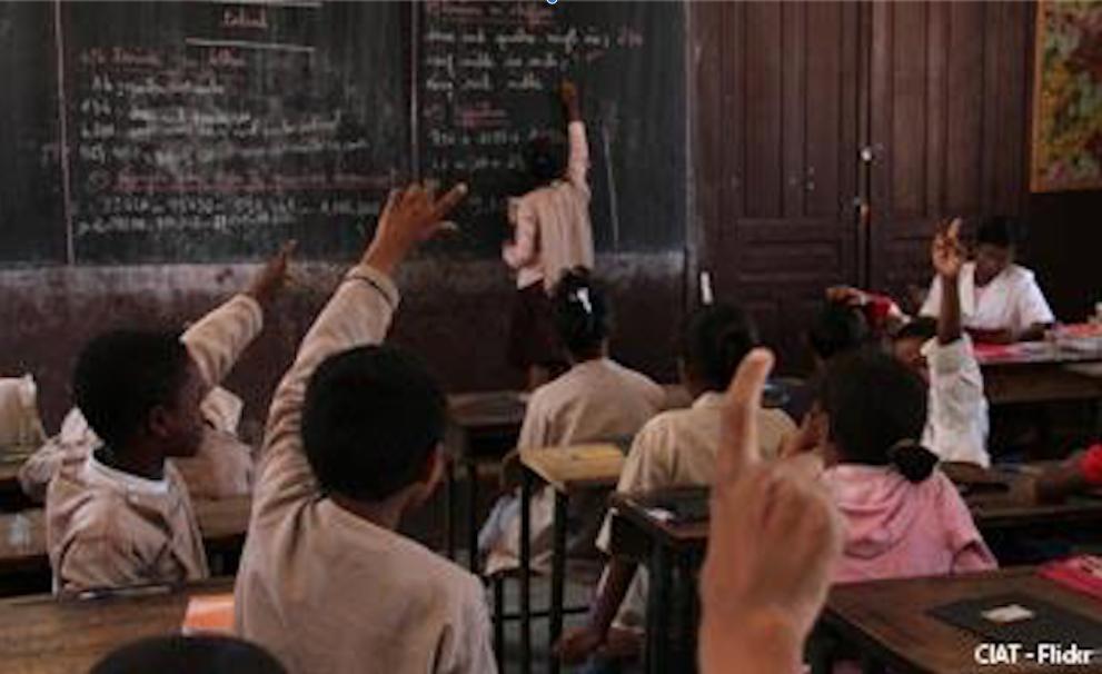 Une école en Afrique @ Réseau de prière du pape en France